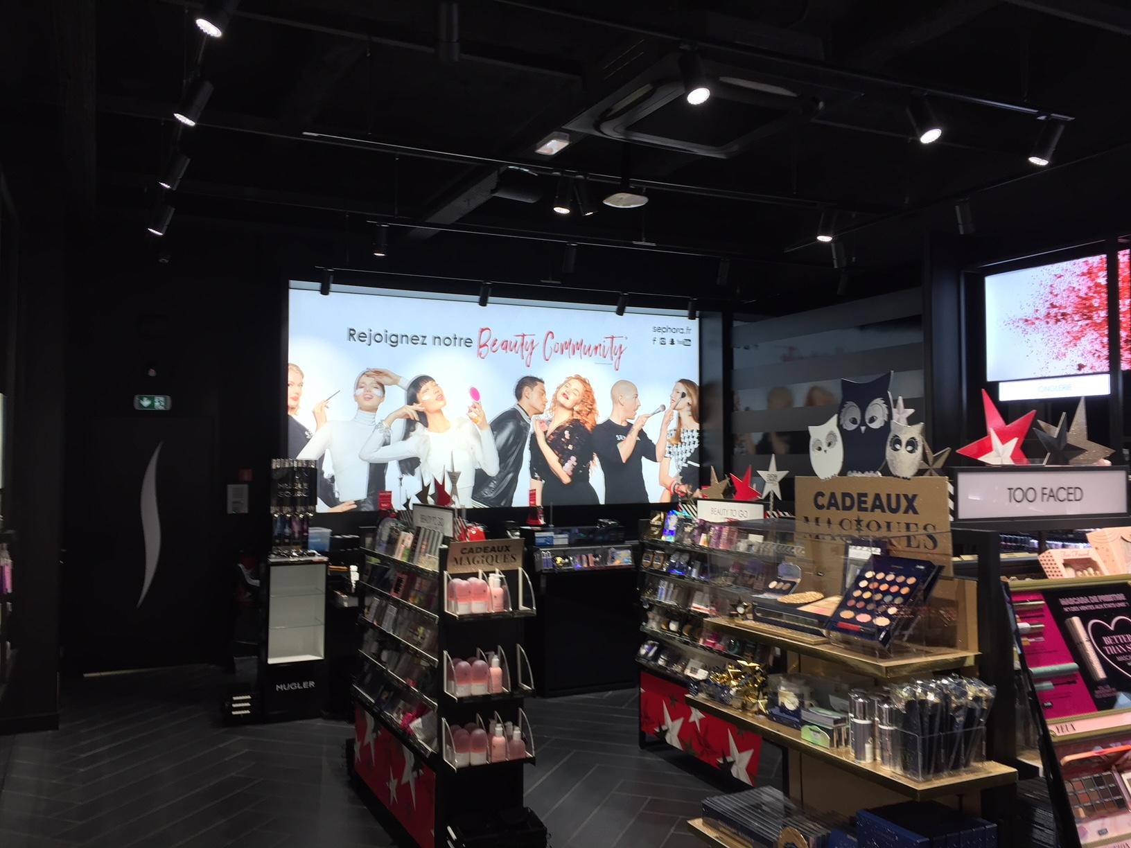 Notre entreprise spécialisée en courant fort et courant faible à rénovée électriquement un magasin Sephora installée à Rennes en Bretagne.