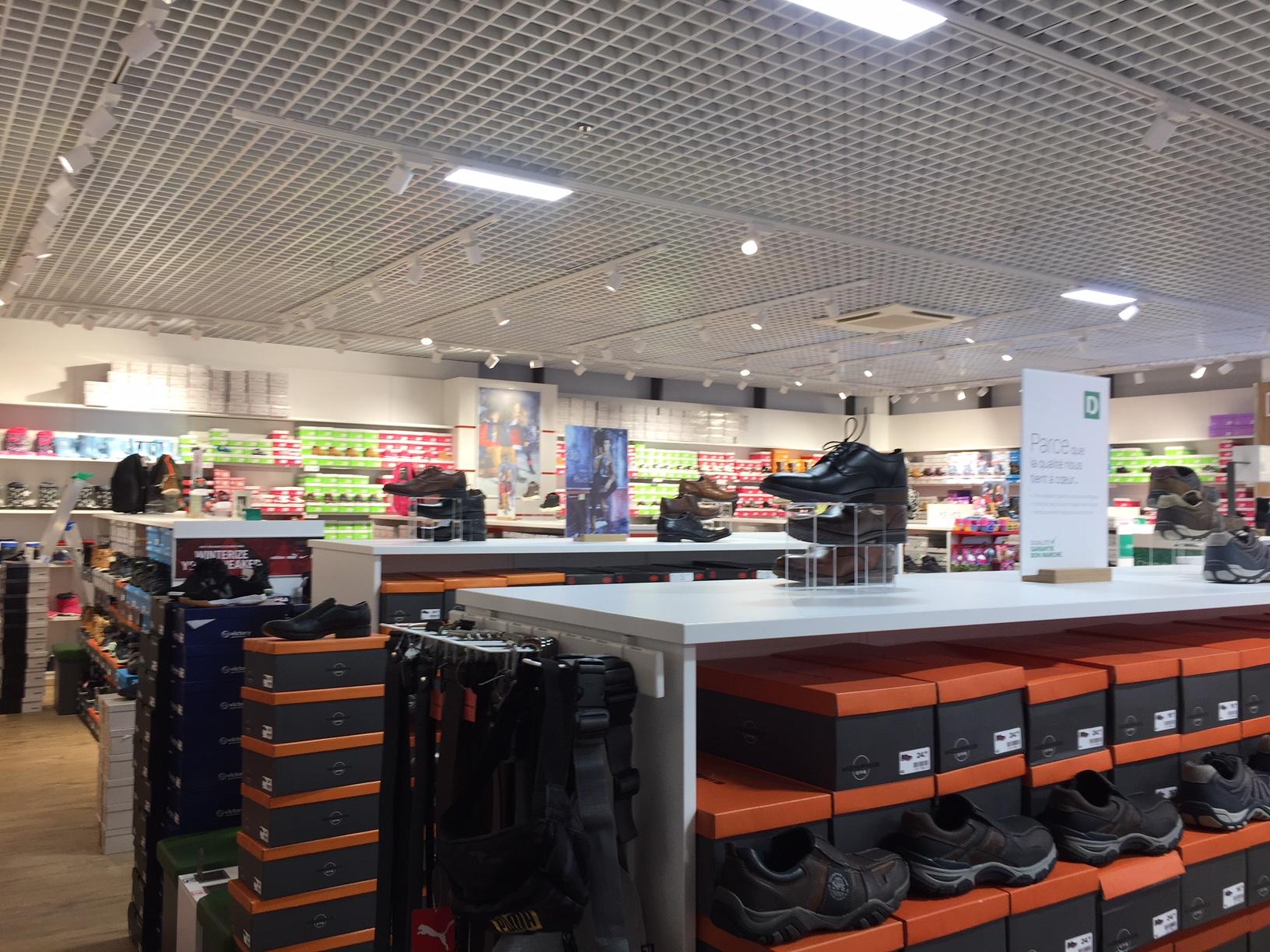 Rénovation et éclairage électrique du magasin Deichmann à Evreux dans le département de l'Eure.