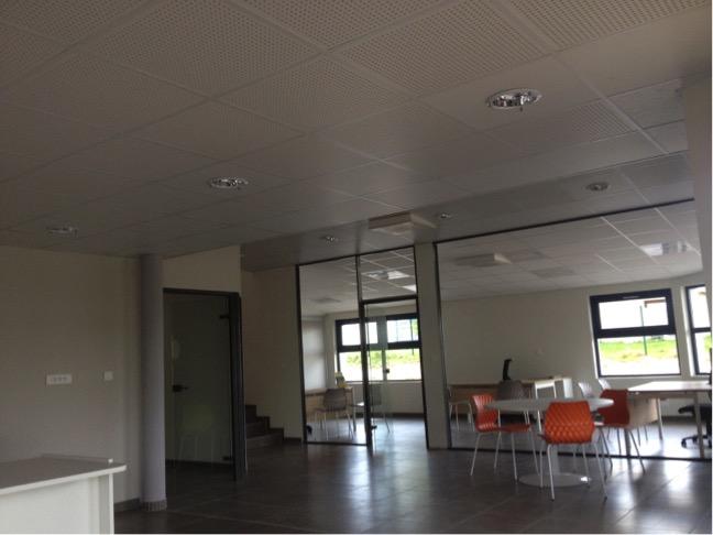 Éclairage électrique de bureaux