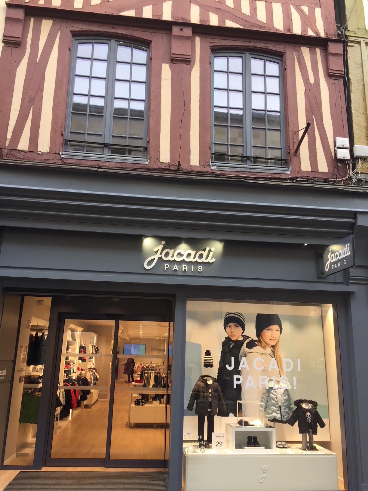 L'entreprise d'électricité générale Sedelec électricité a été missionnée pour effectuer la rénovation électrique complète du magasin Jacadi, rue du Gros Horloge à Rouen en Normandie.